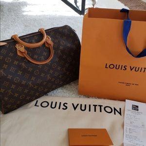 Authentic Louis Vuitton speedy 40 like new
